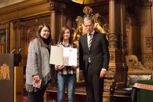 Schülerin der ILS beim Wettbewerbsfest im Hamburger Rathaus geehrt