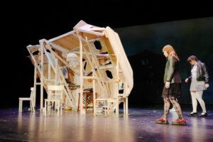 """Bühnenbild für """"Auerhaus"""" im Ernst-Deutsch-Theater"""